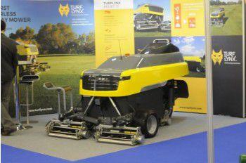 Maairobot turflynx golfbaan driving range